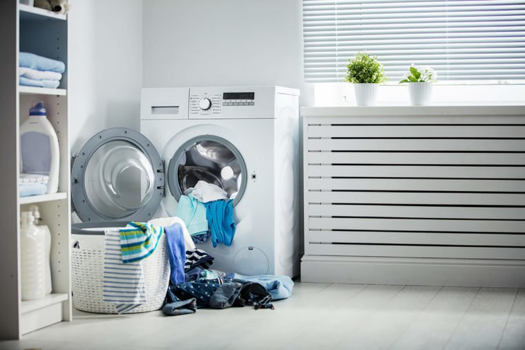 01_Lights_Laundry-Mistakes-You-Didn't-Know-You-Were-Making_478483900_Evgeny-Atamanenko-760x506.jpg