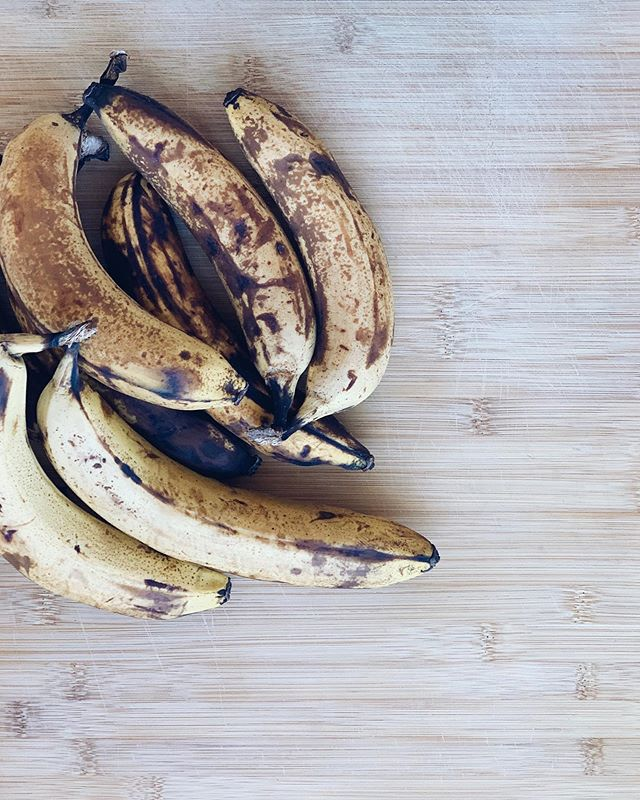 Peel. Chop. Freeze. ⠀⠀⠀⠀⠀⠀⠀⠀⠀ The perfect way to save those browning bananas. They are then ready to add into smoothies, banana bread, pancakes, banana ice cream...
