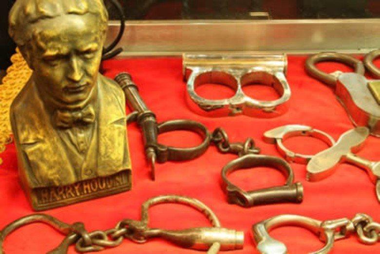Photo via  Houdini Museum of New York