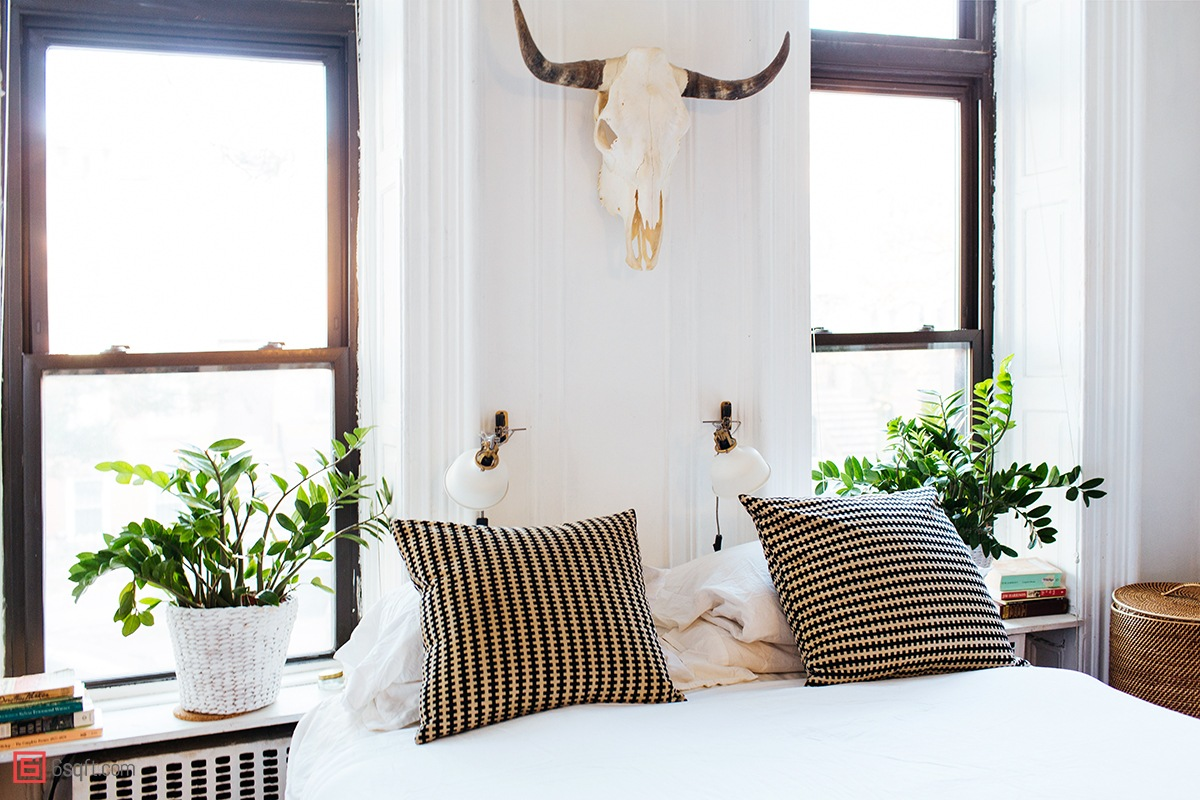 Alexandra-King-Park-Slope-Brooklyn-NYC-apartment-mysqft-skull-over-bed.jpg