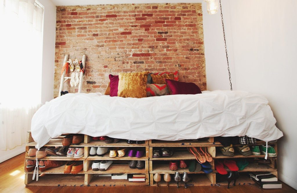 storage-bed-made-from-wood-pallets-e1486950234932-1024x668.jpg