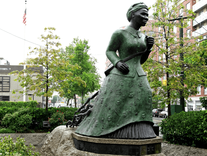 Harriet-Tubman-statue-Harlem-2.png