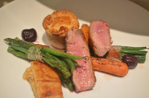 Roast+Lamb+and+asparagus+with+pie.jpg