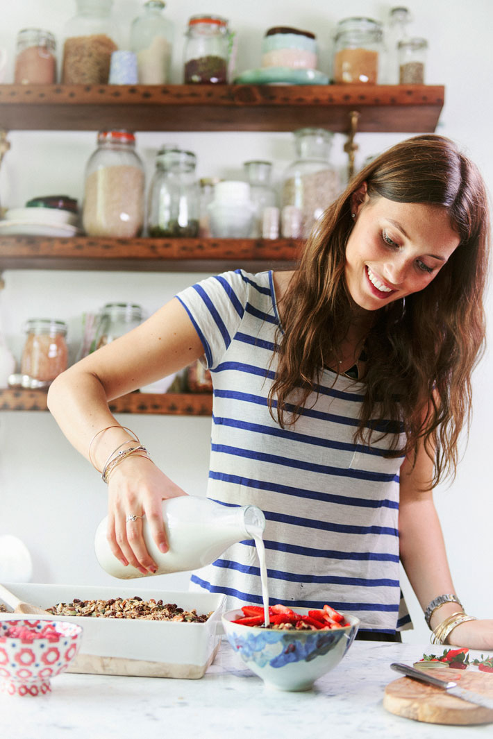 DELICIOUSLY ELLA   All her recipes are vegetarian, wheat and refined sugar free. She is all about delicious, plant based ingredients. Her smoothie and juice recipes are my favourites!