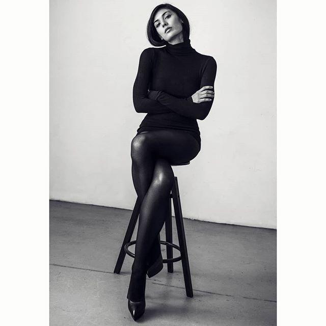 Katie.  www.kofipaintsil.com @kofipaintsil . . . . . . . . . #kofipaintsil#art#photography#london#figure#fashion#portraits#painting#classic#beauty#queen#model#feminine#elegance#blackandwhite#monochrome#legs#supermodel#boss#classic#vogue#brunette#royal#pocahontas#longhair#eyes#face#photooftheday#picoftheday#potd