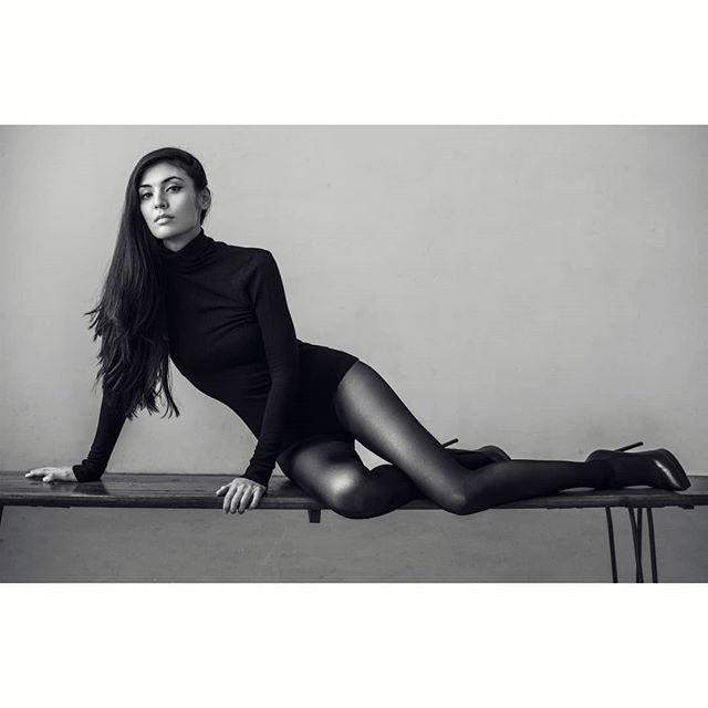 Katie.  www.kofipaintsil.com @kofipaintsil . . . . . . . . . #kofipaintsil#art#photography#london#figure#fashion#portraits#painting#classic#beauty#queen#model#feminine#elegance#blackandwhite#monochrome#swan#love#renaissance#classic#vogue#brunette#royal#pocahontas#longhair#tbt#ysl#photooftheday#picoftheday#potd