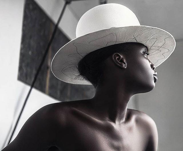 Yaku. Millinery 🎩 @houseoffloraofficial 🖤  www.kofipaintsil.com @kofipaintsil . . . . . . . . . #kofipaintsil#art#photography#london#figure#fashion#portraits#painting#classic#beauty#queen#model#feminine#elegance#blackandwhite#monochrome#swan#love#millenery#hat#vogue#melanin#royal#black#sculpture#skin#photooftheday#picoftheday#potd