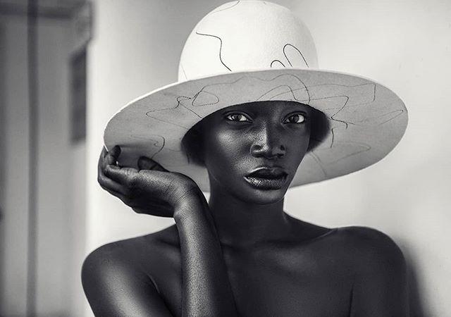 Yakubu. Millinery 🎩 @houseoffloraofficial  www.kofipaintsil.com @kofipaintsil . . . . . . . . . #kofipaintsil#art#photography#london#figure#fashion#portraits#painting#classic#beauty#queen#model#feminine#elegance#blackandwhite#monochrome#hat#love#natural#face#vogue#melanin#royal#black#beautiful#sculpture#tbt#photooftheday#picoftheday#potd