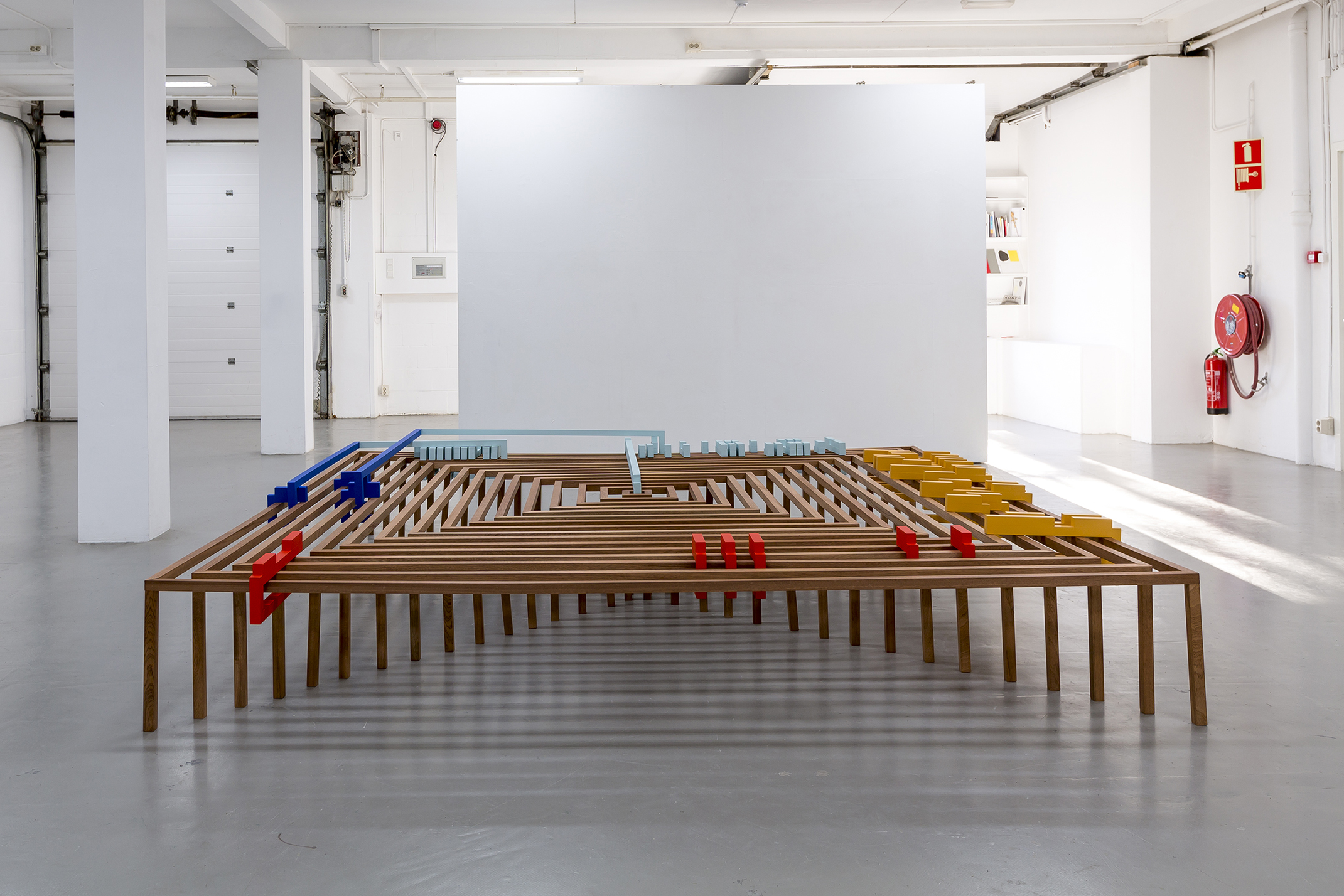 Riet Wijnen  Sculptuur Sixteen Conversations on Abstraction , 2016–ongoing, wood and paint,300 x 300 x 45 cm Courtesy the artist Photograph: Charlotte Markus