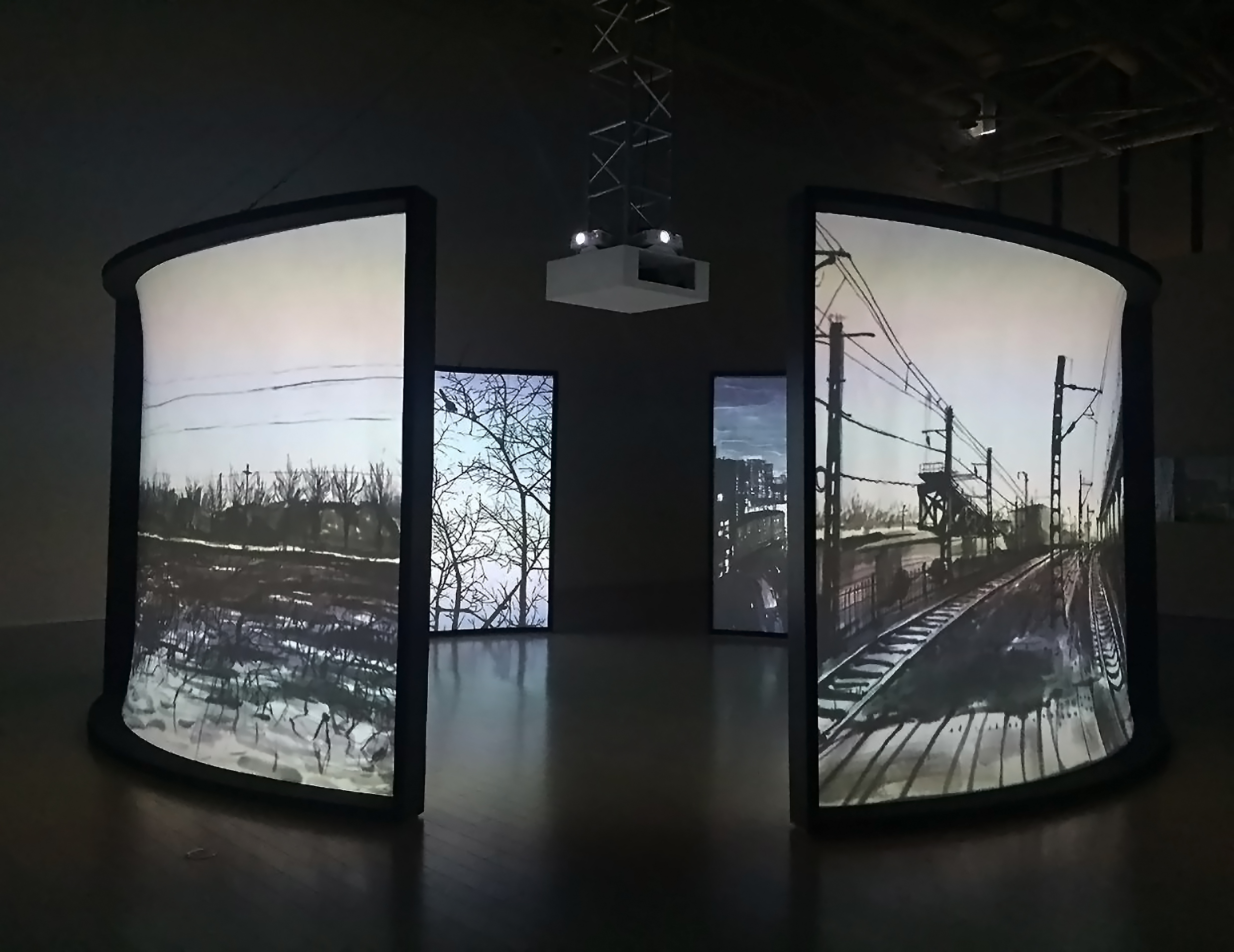 Chen Shaoxiong  The Views , 2016 four-channel video installation 2.5 x 3 m Collection of Luo Qingmin Courtesy Pékin Fine Arts, Beijing
