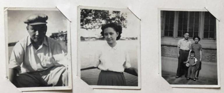 中间是作者的母亲。