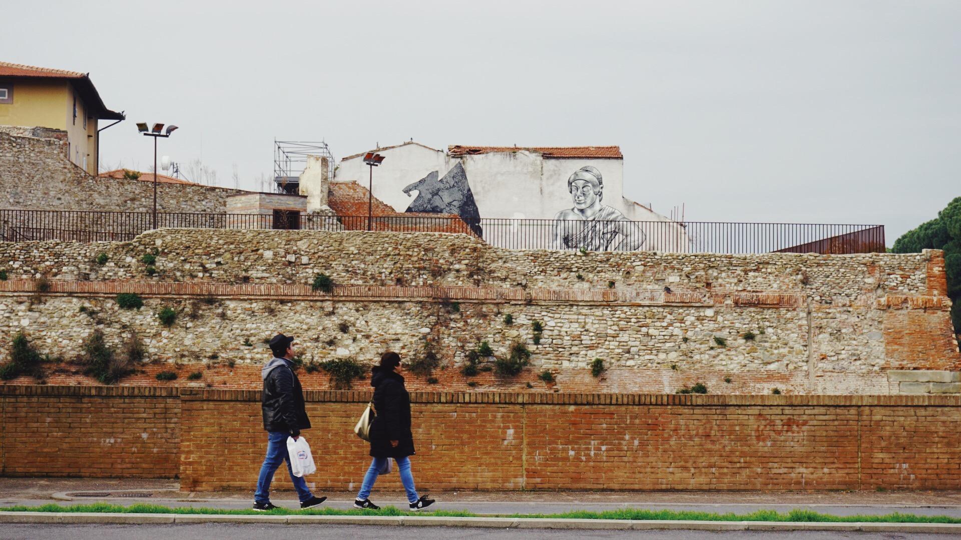 普拉托城中的古城墙遗迹