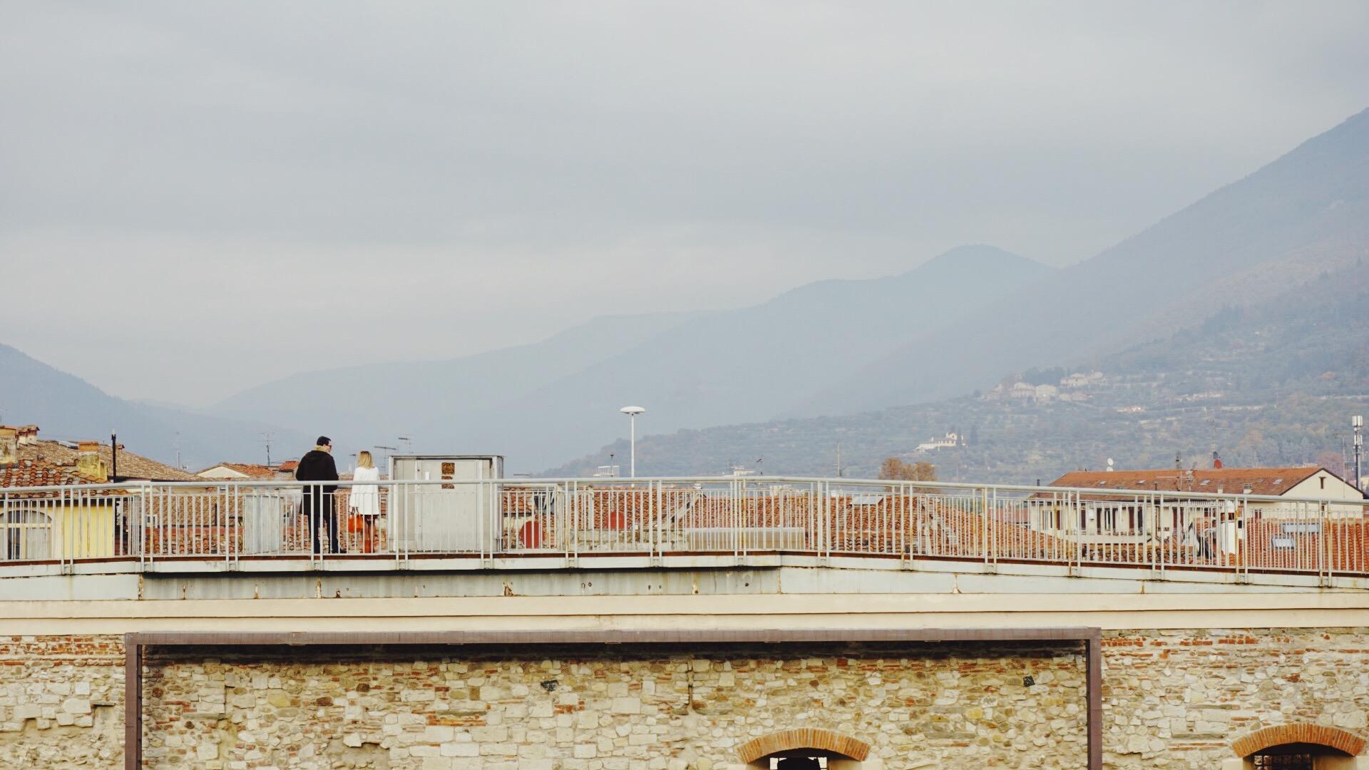 可以俯瞰普拉托全景的由神圣罗马帝国皇帝修建的城堡