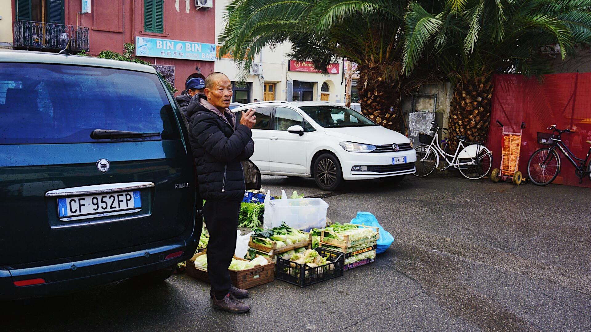 中国城中的卖菜小贩
