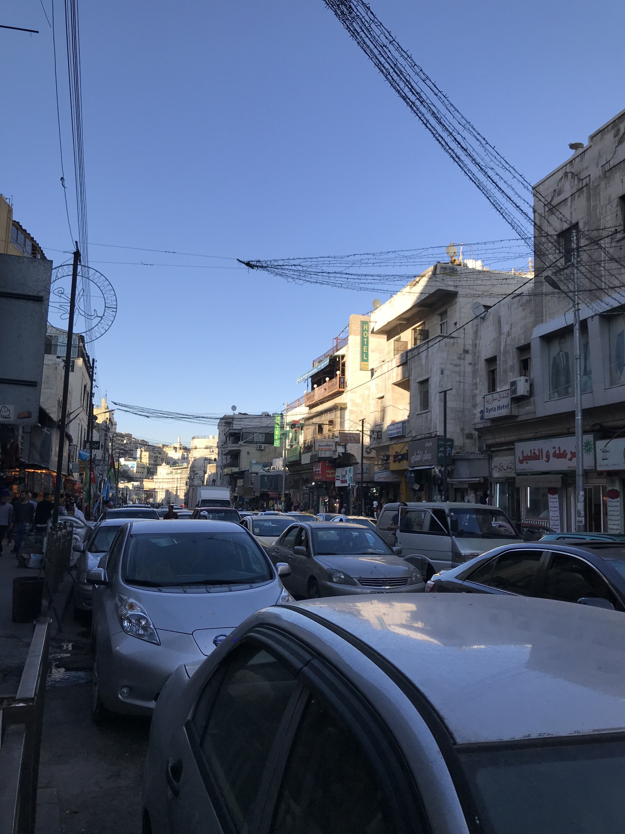 进入老城区时的主街交通状况