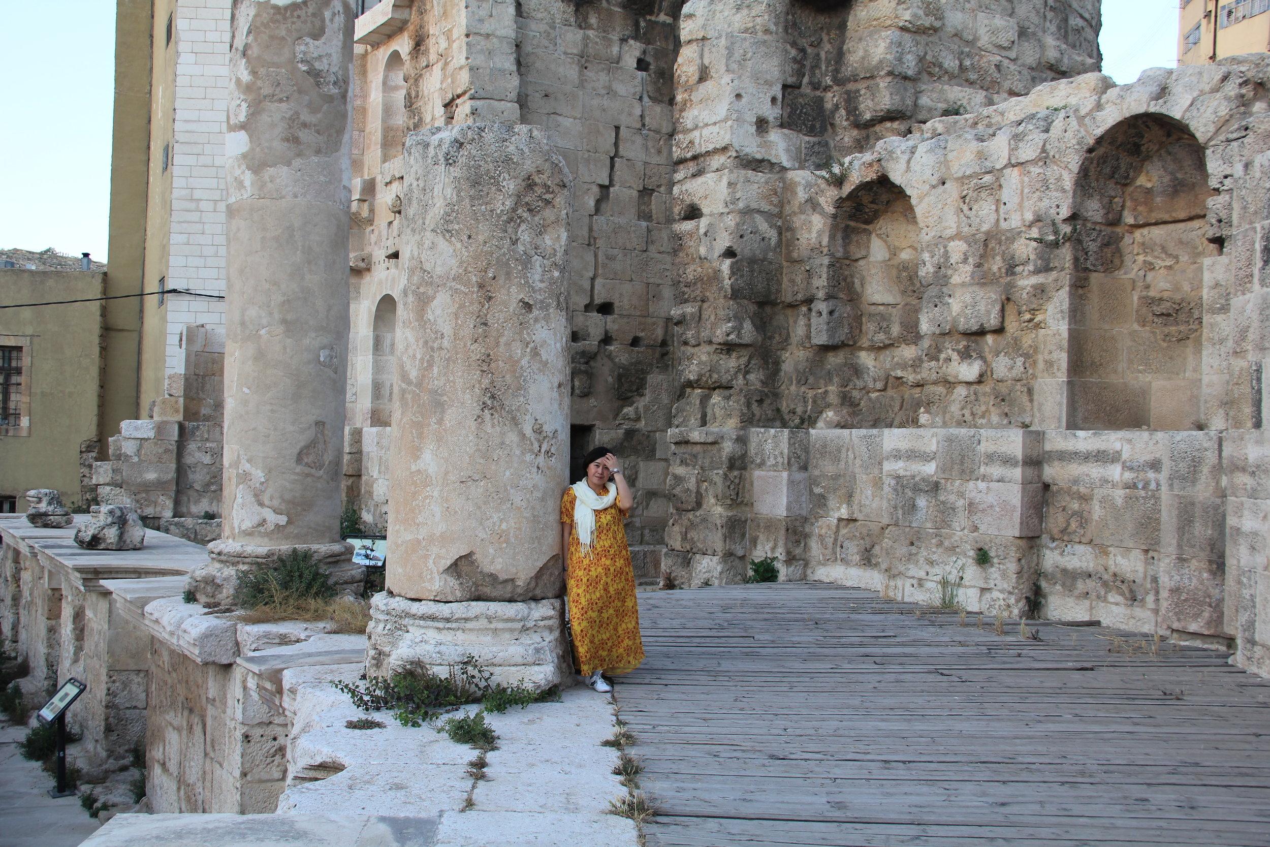 作者在喷泉遗址废墟留影