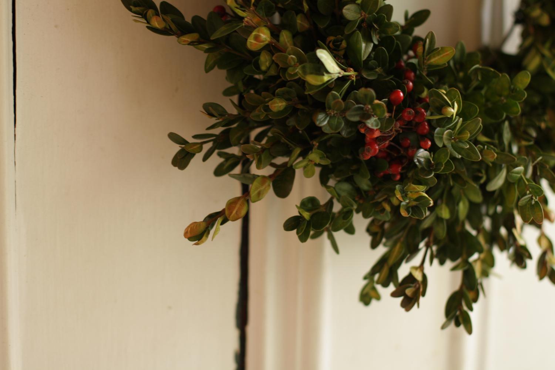 B16_Nov03_New_Wreath.jpg
