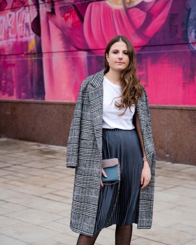 Blast from the past with @mariana_nichifor wearing one of the first clutches I ever made 🤩 So happy to see it still going strong a year later styled with this fabulous outfit 🥰 | Spread the slow fashion and tell us your #blastfromthepast | What's your favourite piece that never fails to brighten up your outfits? 👛🌈 Comment below 👇 . . . #slowfashionstyle #luxurygoods #luxuryleathergoods #uniquehandmade #uniqueaccessories #luxuryleathergoods #leathermaker #reclaimedleather #salvagedleather #londonmakers #londonartisans #sustainabledesign #ethicalbrand #sustainablefashionblogger #recycledleather
