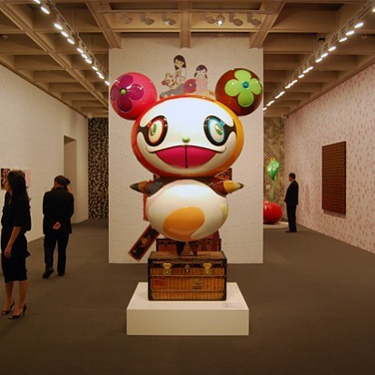 I'm currently obsessed with the story of Louis Vuitton & Art | I always discarded this brand without thinking too much about it because it just got way too popular for my taste. But there's a love affair between Fashion, Art & Commerce behind this fame | @takashipom installation at the Louis Vuitton exhibition @hongkong_museum_of_art | I'm sure there are many things to see in Hong Kong, but if it wasn't on my bucket list before, it definitely is now! . . . #louisvuitton #louisvuittontakashimurakami #takashimurakami #louisvuittonxmurakami #japaneseart #superflat #takashimurakamisuperflatcollection #fashionandart #commercialart #collaborativeart #collaborativefashion #hongkongmuseumofart #louisvuittonexhibition #visithongkong #hongkongbucketlist
