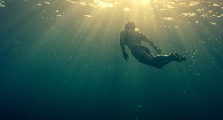 Against+the+Tides_Beth+Swimming_Underwater+_©Oceans+7+Films.jpg