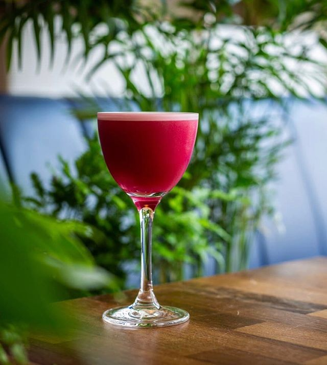 Blue Sour, featured on the Porter's Pink menu - now live @LittleMercies. ⠀ Made with Porter's Tropical Old Tom⠀ blueberry cordial, clear banana, fig leaf tincture, lemon & chicken juice  With £1 from each drink going towards Breast cancer research. Available until the end of June⠀ ⠀ #portersgin #porterspinkmenu⠀