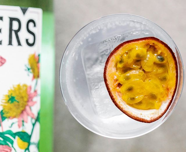 Scorcher weather calls for tropical drinks like this... Porter's Tropical Old Tom over ice, topped with premium tonic and garnished with a quartered passionfruit  Enjoy 🔥🏝 @grantandersondotme  #portersgin #tropical #oldtomgin