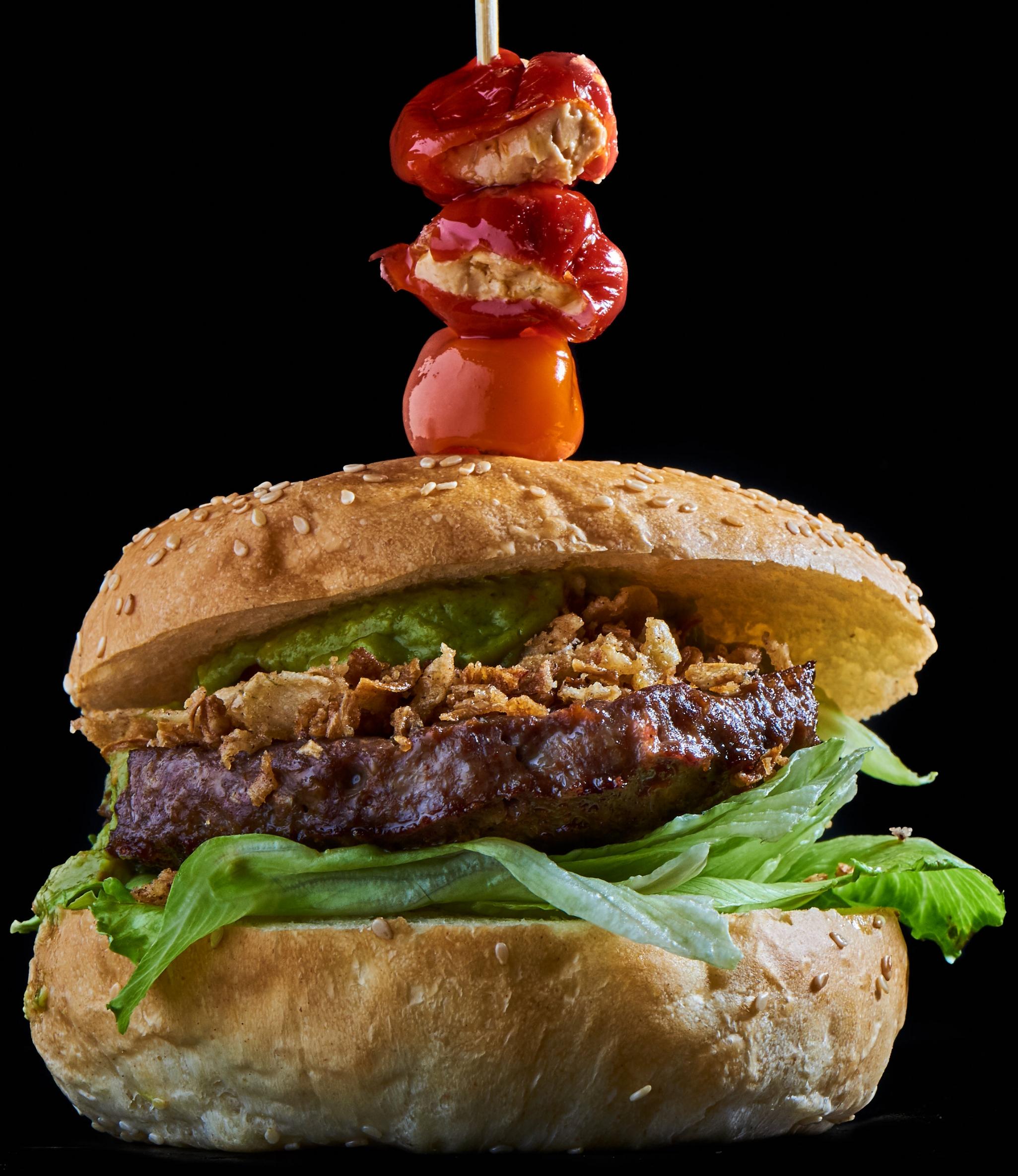 Mexican Burger - mit Röstzwiebeln, Guacamole, Chipotle-Salsa, Jalapeños, Eisbergsalat, Salatgurke und Tomate16.70