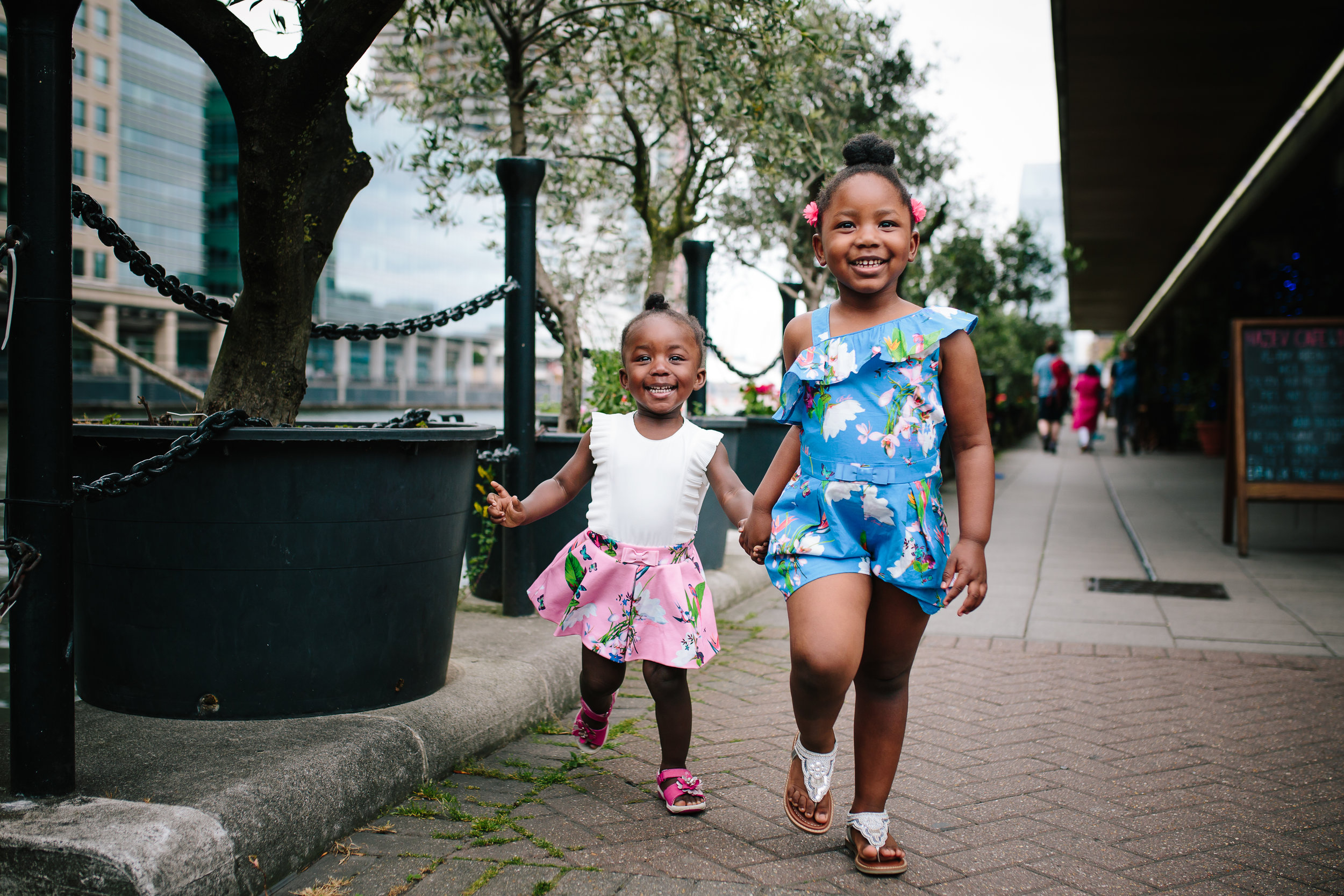 Sisters in Canary Wharf | London Family Photographer