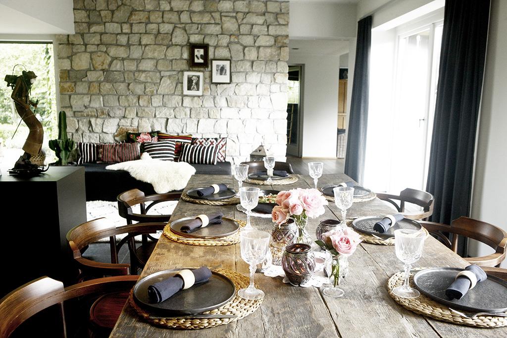 Ruime tafel voor lunch of extra break-outruimte