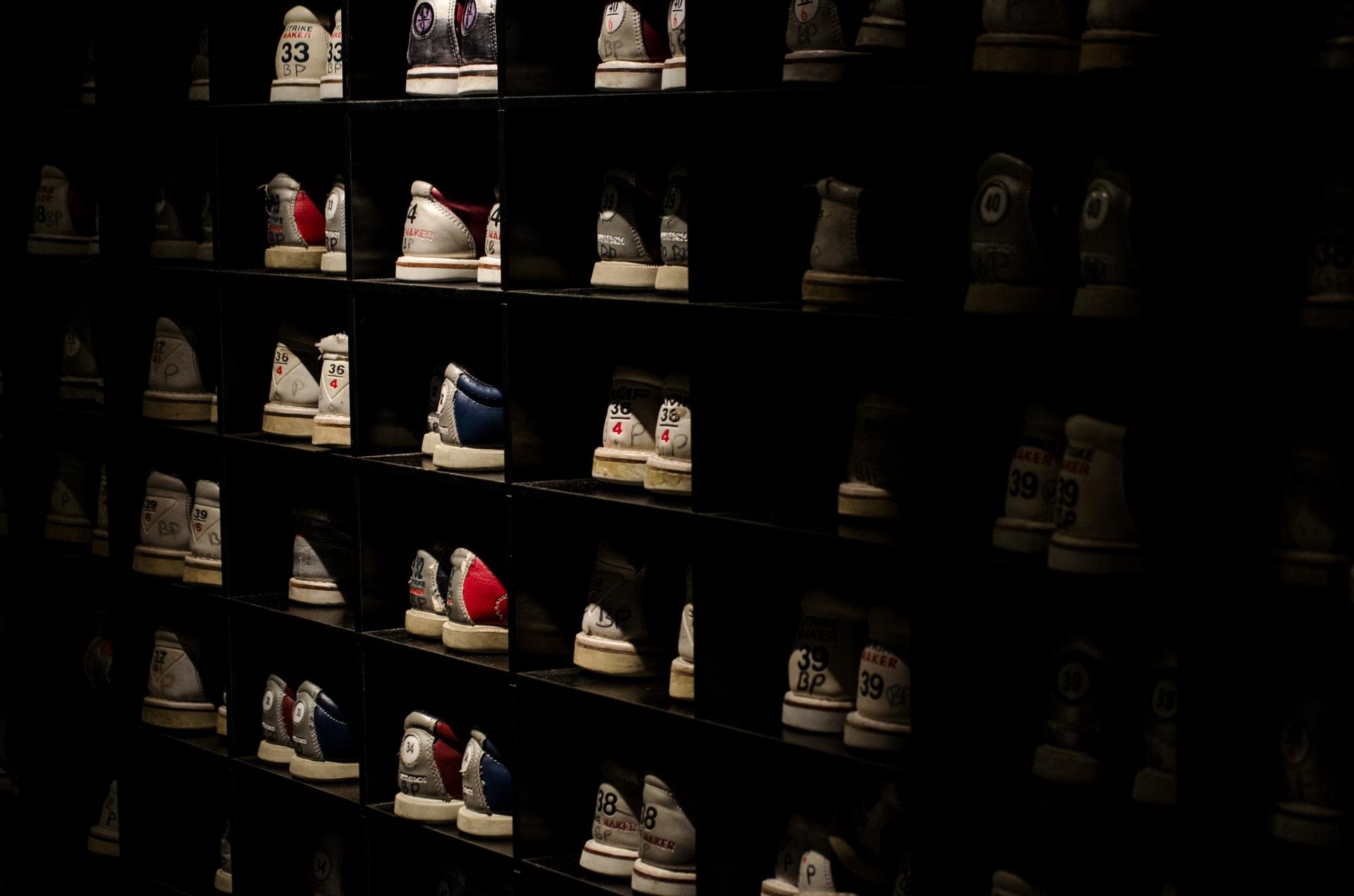 bowling-shoes-footwear-shelves-9379.jpg