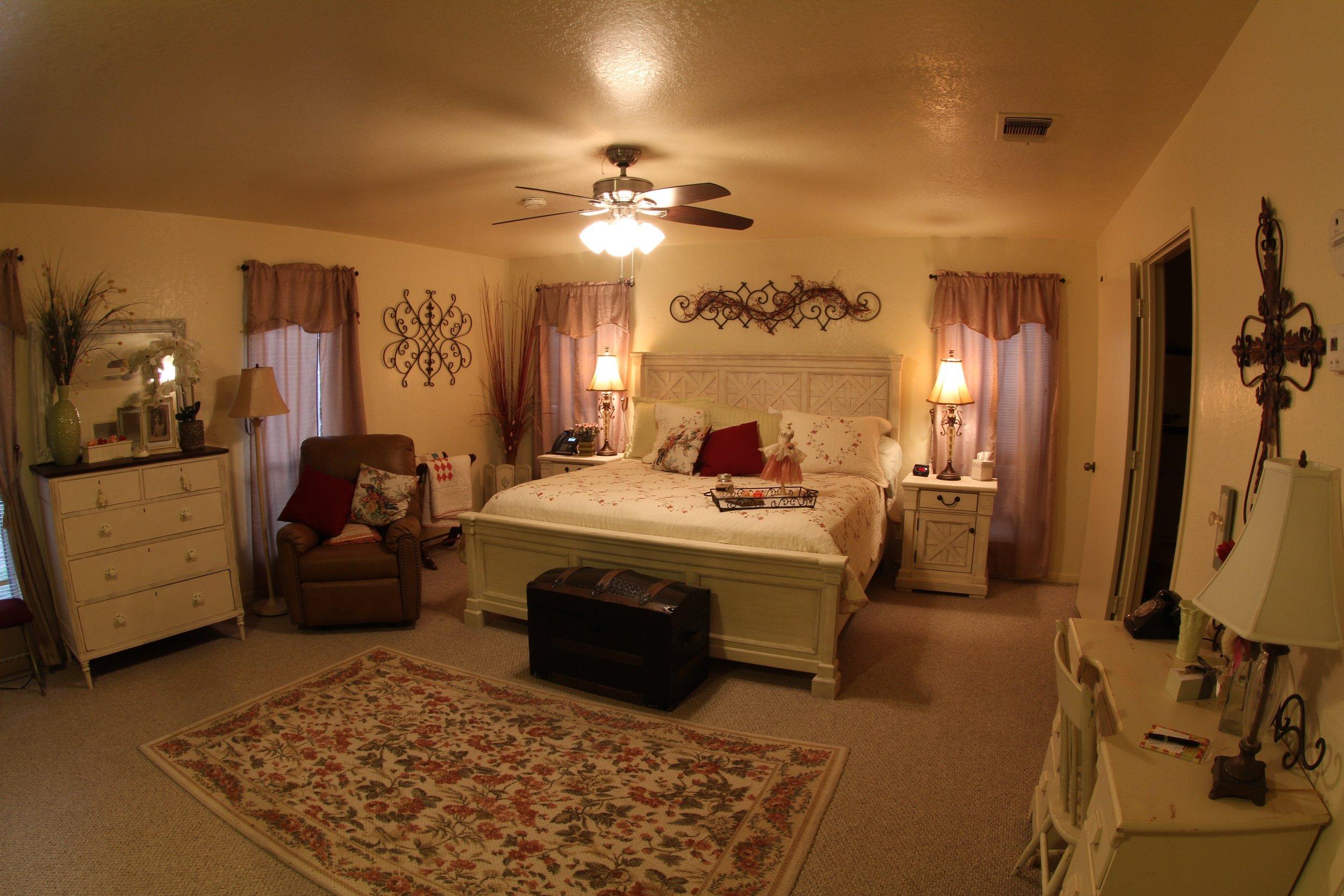 The Grande Bedroom