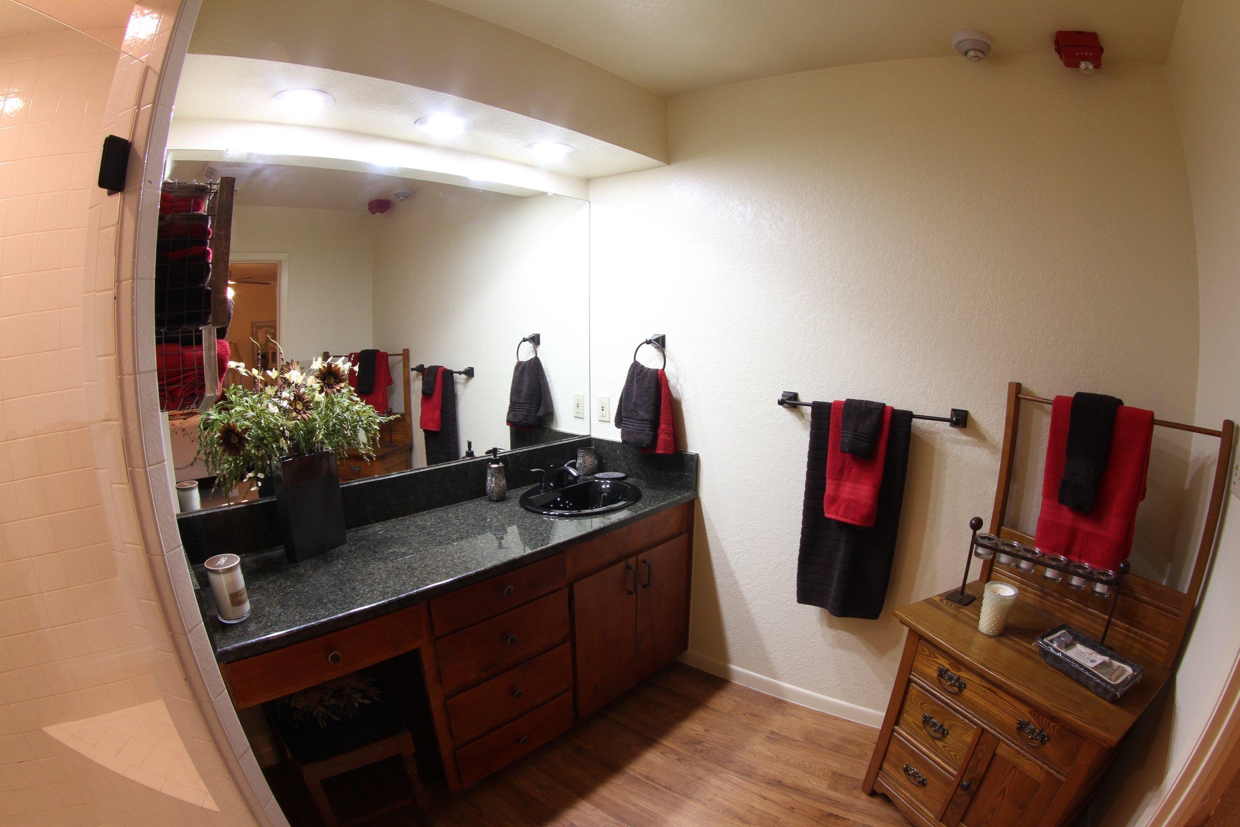 Grande Room Bathroom