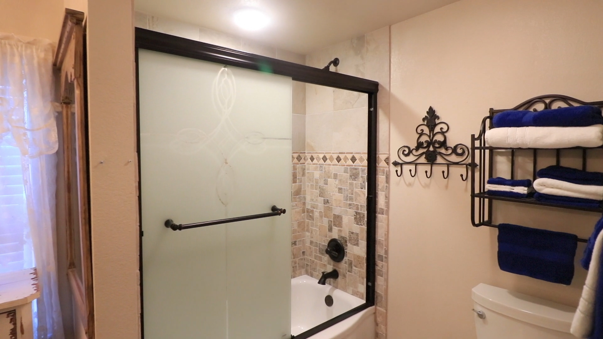 bathroom in bb room.jpg
