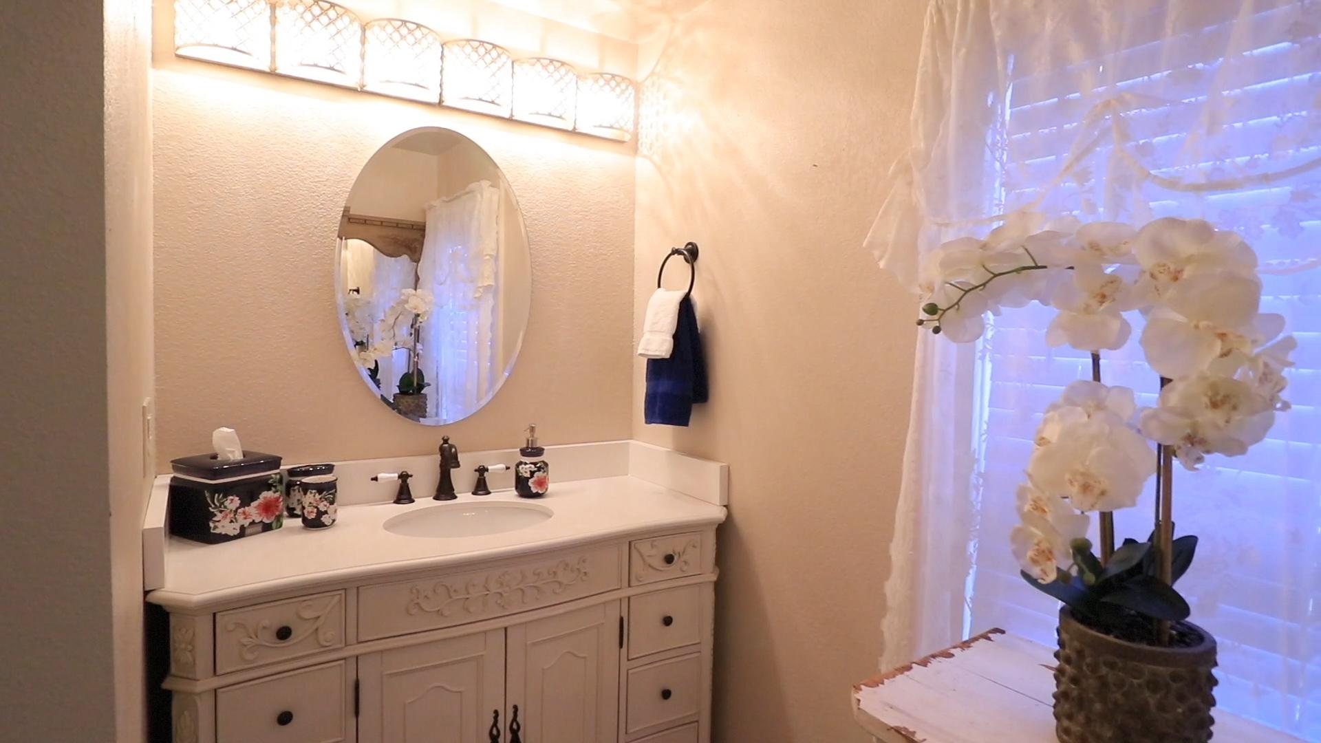 bbathroom in bb room.jpg