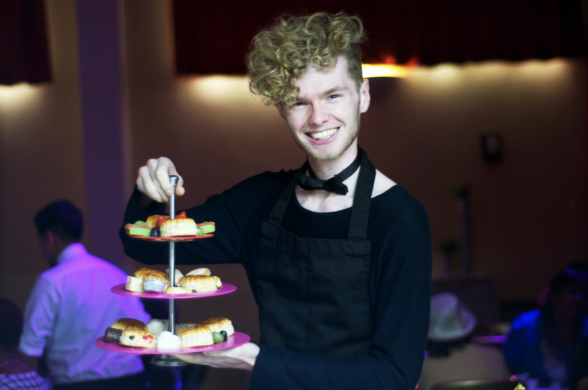 Curly-waiter.jpg