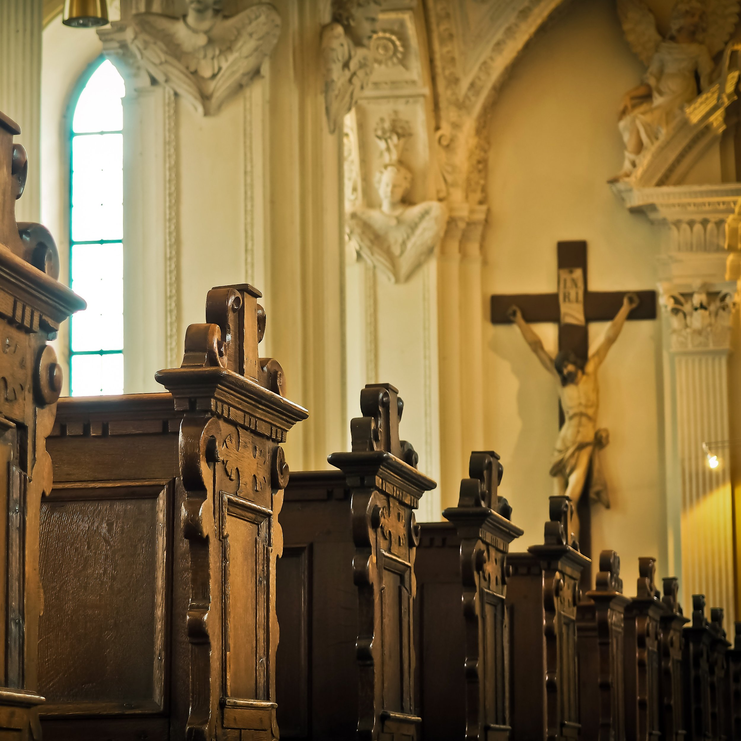 wood-old-column-religion-church-cathedral-582955-pxhere.com.jpg