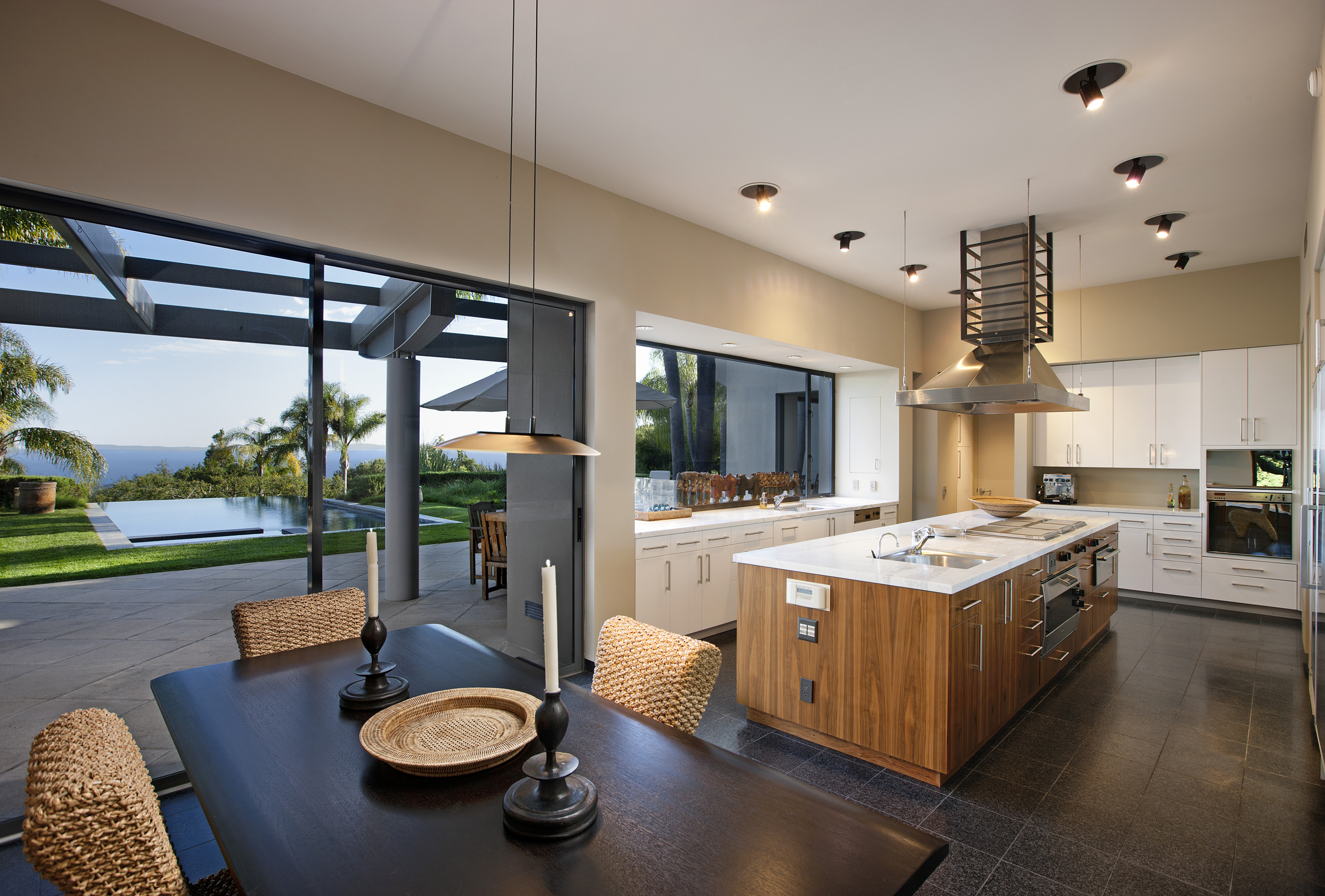926BuenaVista_kitchen8in.jpg