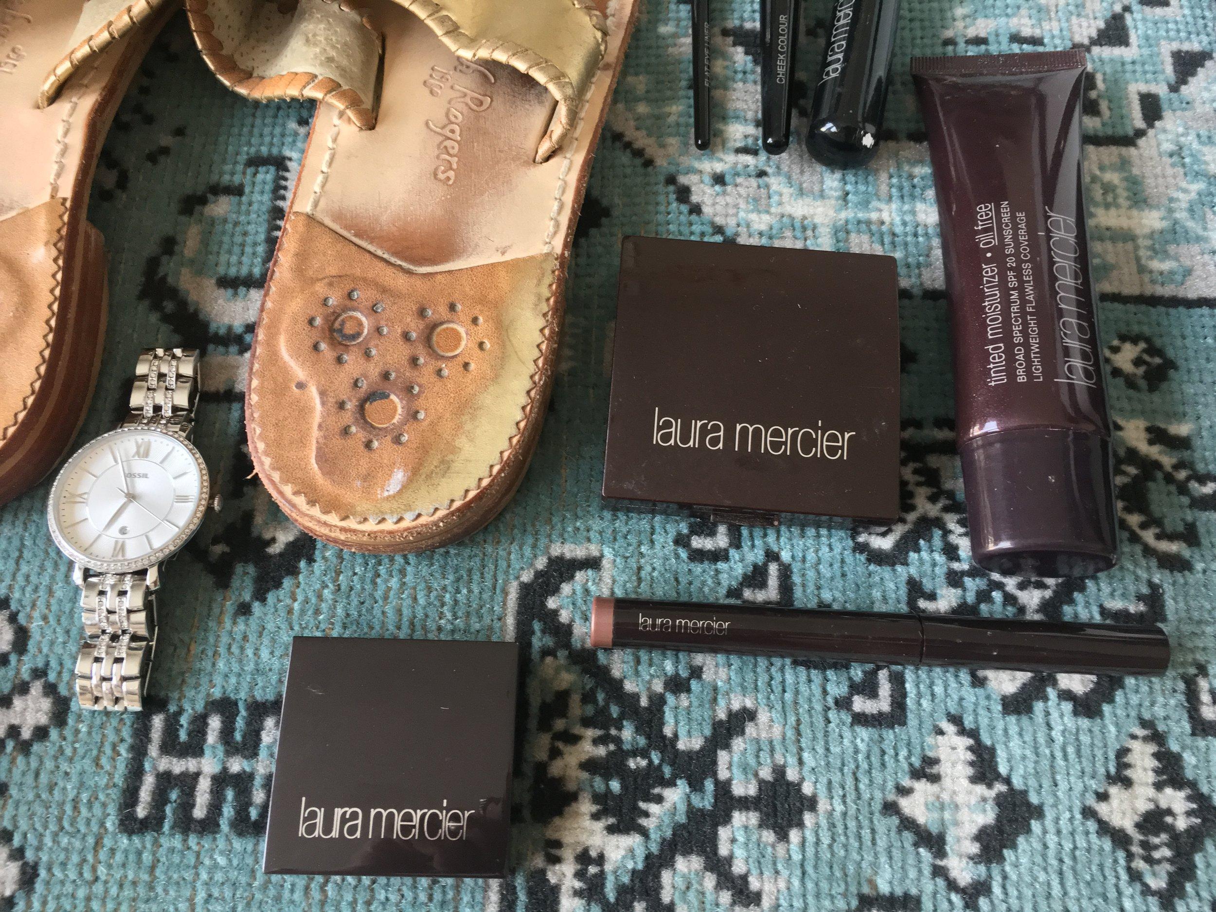 Eyeliner  :  Laura Mercier    Caviar Stick  : Laura Mercier    Highlighte  r: Laura Mercier     Oil Free Tinted Moisturizer:   Laura Mercier