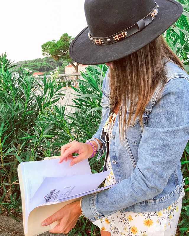 🖋Planning out my weekend like..... 🖋Happy Friday! Type A me is always so organized and has everything ready to go before I take a trip, so this is my natural state when I travel. Everyone makes fun of me (Ahem @jas_jordan 😏), but hey no shame in the Manila folder game! 🤷🏻‍♀️😬 #sorrynotsorry #travelingtrendy Jacket: @hm  Dress: @boohoo  Hat: @pacsun . . . . . . . . . . . . . . . . . . #thatsdarling #travelblog #fashionblog #baltimoreblogger #thecreative #artofvisuals #aroundtheworldpix #theprettycities #flashesofdelight #mytinyatlas #theglobewanderer #forahappymoment #exploringtheglobe #visualoflife #roamtheplanet #unlimitedparadise #dametraveler #planetdiscovery #discoveryearth  #croatiafulloflife #unlimitedcroatia #igerscroatia #croatia_instagram #croatia_photography #croatiaonmymind #styleblogger #discoverunder10k #ootd