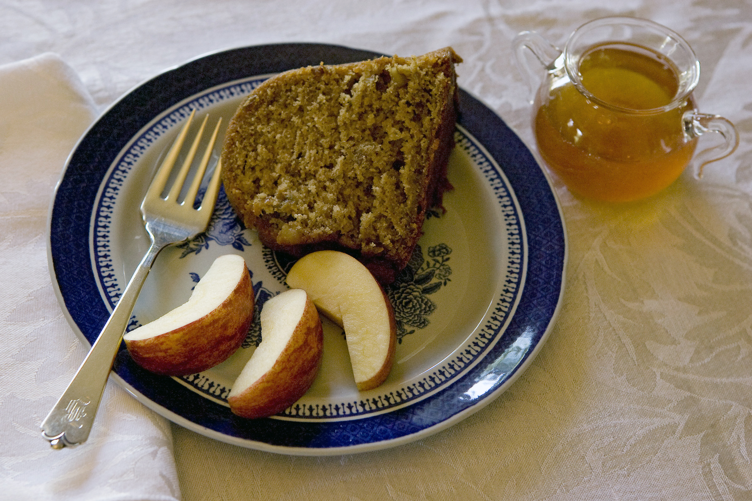 A traditional Jewish honey cake. (2009 photo by Larry Kolvoord / American-Statesman)