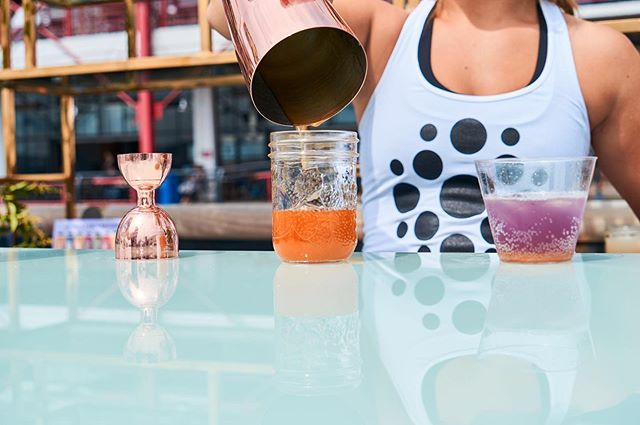All this gorgeous sun has us dreaming of the yummy RISE mocktails from Babes + Beats 🤤 . . . #takeusback #mocktails #babesandbeats #babesandbeatsontheshore #hauteboxxcommuniticollective #kombucha #risekombucha #stayhydrated