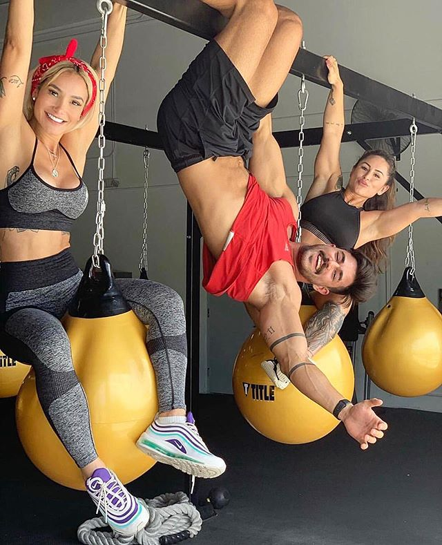 You know just hanging around having a good ol' time at @elev8tionfitness 😎🤘🏼 . #aedistrictmiami #wynwood #brickell #southbeach #miamibeach #downtownmiami #fitnessandhealth #fitness #muscleandfitness #motivation #inspiration #goals #success #miami #nike #adidas #bodybuilding #classicphysique #getshitdone #powerlifting #boxing #classicphysique #life #quotes #elev8tionfitness #HIIT #npc #ifbb