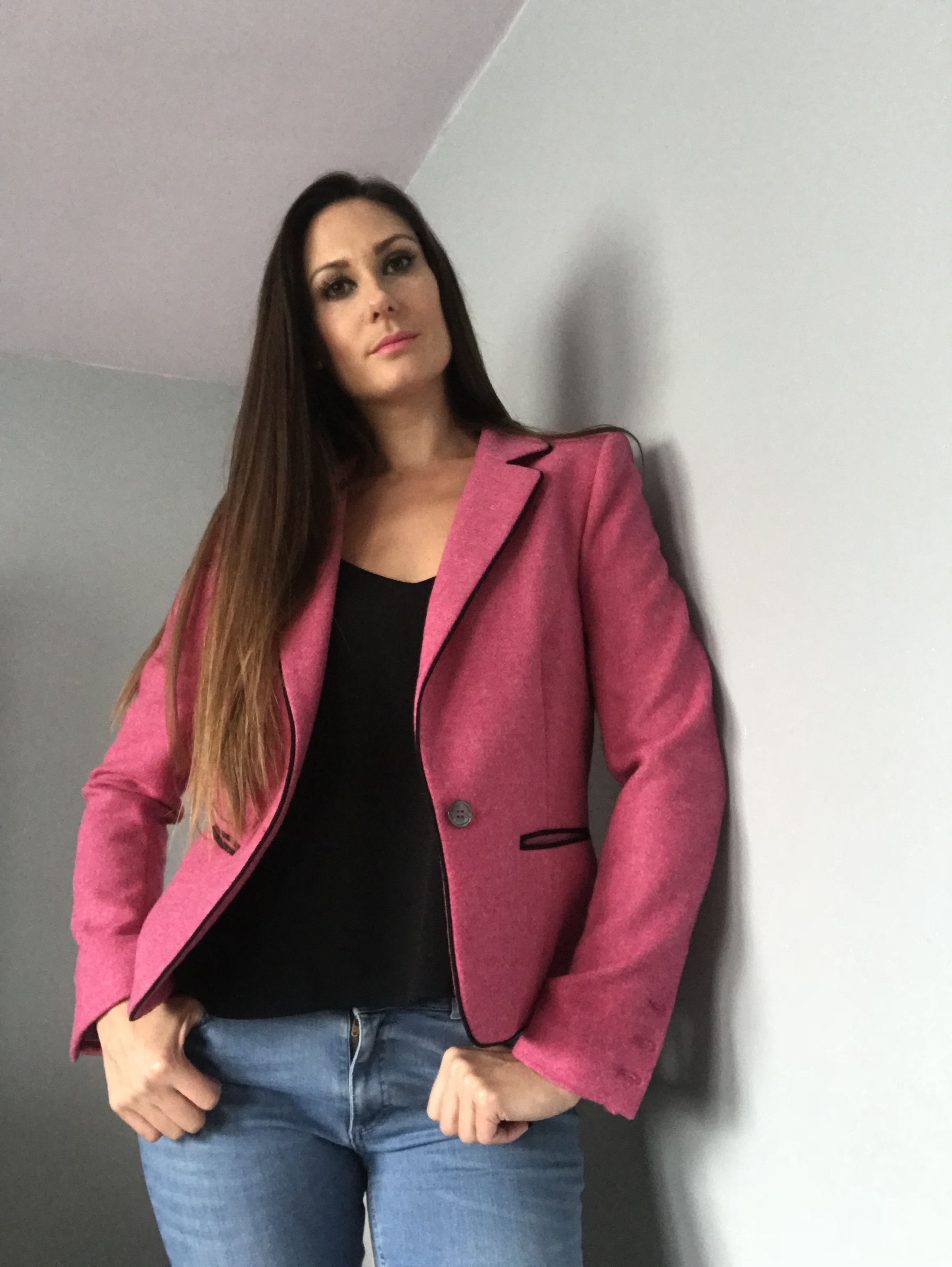 Katy in student mode - She teams her Moreton blazer with jeans and a casual top for a 'smart-casual' look