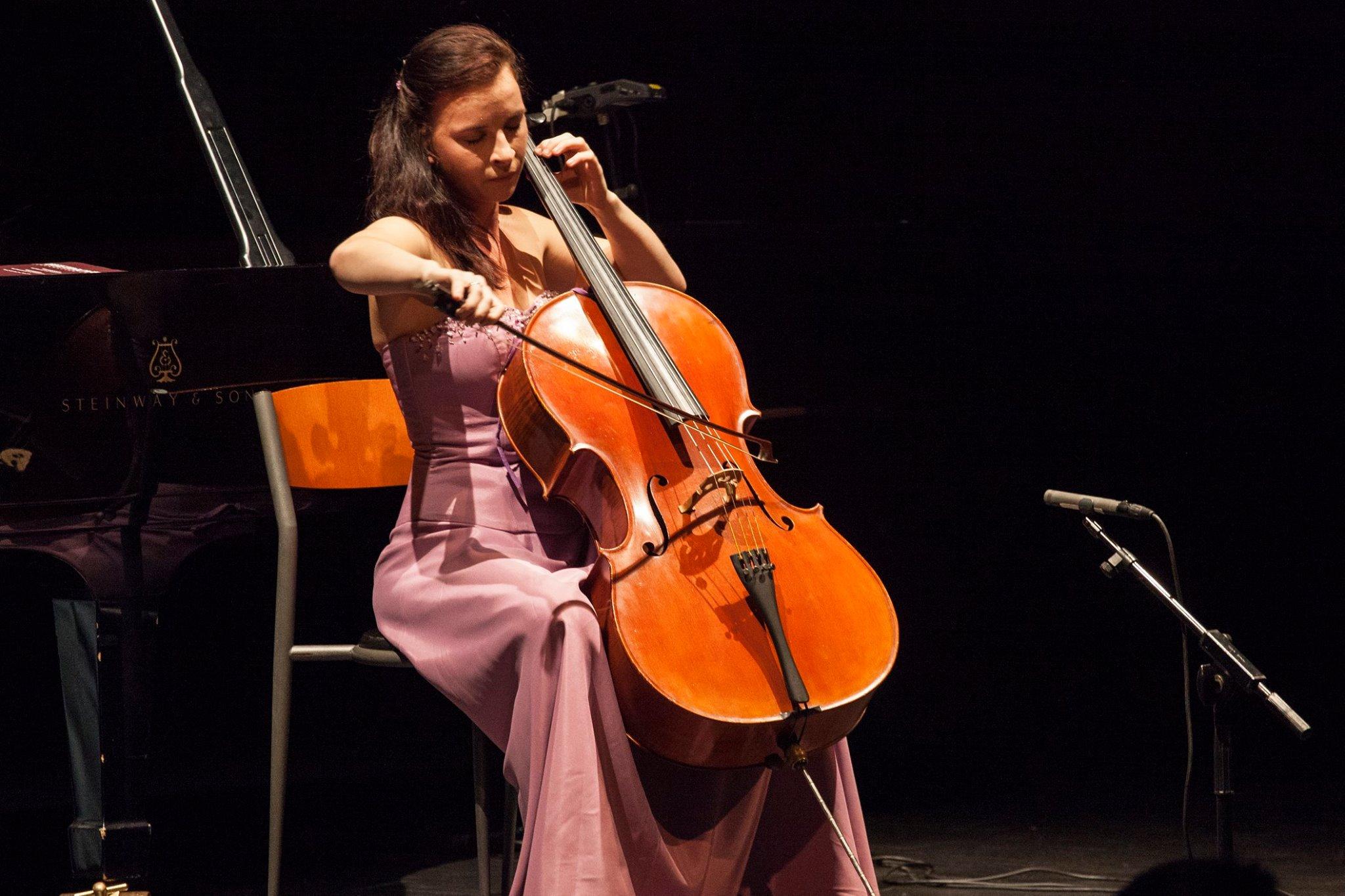 Valentina Crnjak - Croatian cellist based in Boston, MA. Teacher and international performer.