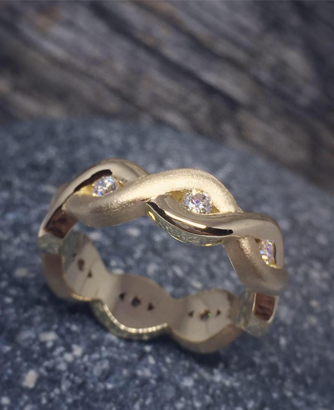 A Twist of Diamonds