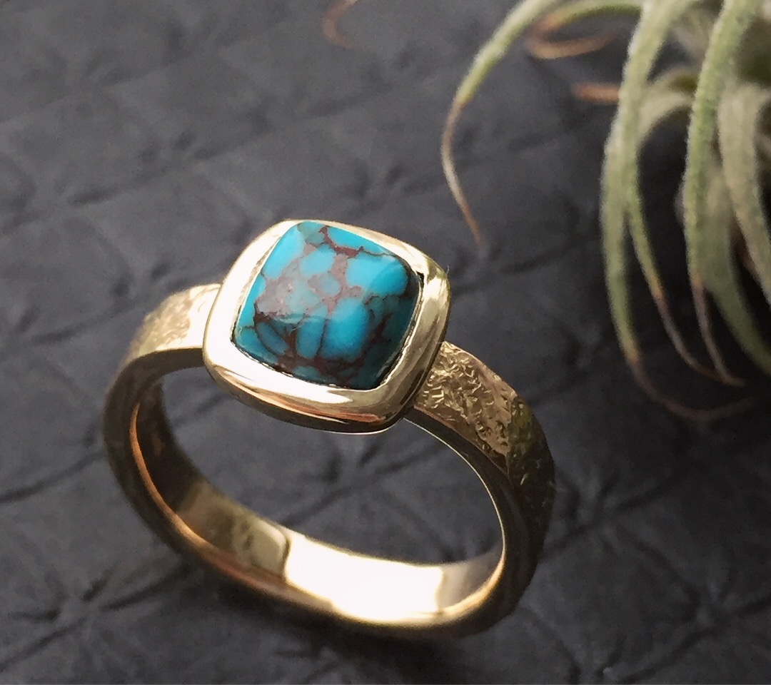 verena-strigler-turquoise-ring-hammered-yellow-gold-vancouver.jpg