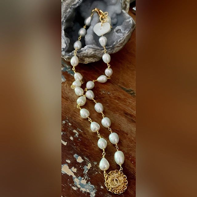 marcieDjewelry creates some easy looks for Summer. All authentic recreated pieces going to @sotoboutique Sherman Oaks, Woodland Hills & Westlake. #marciedjewelry #vintagechanel #pearls #summer #vintagejewelry #necklace ❤️