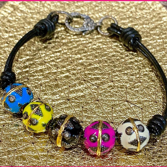 Gorgeous enamel and diamond round beads in rainbow colors will brighten up any day! On a dainty leather bracelet with a twinkling diamond clasp.  You can choose the quantity and color as you fancy. 🌈❤️ #marciedjewelry #custom #enamel #diamond #beads #leather #twinkle #fun #stack #pride