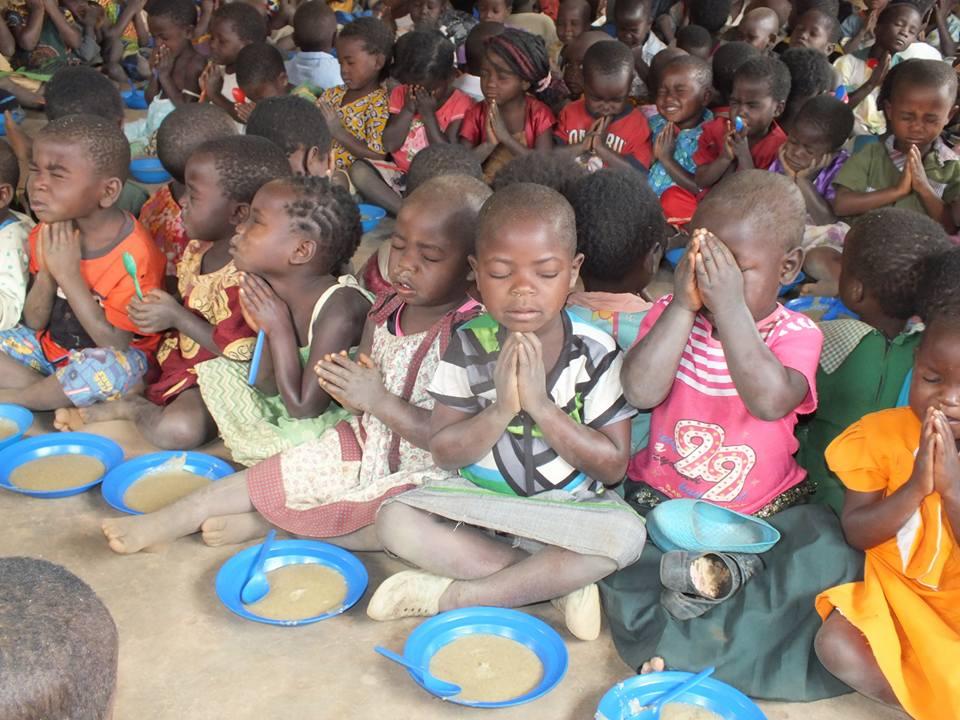 Feeding children 3.jpg