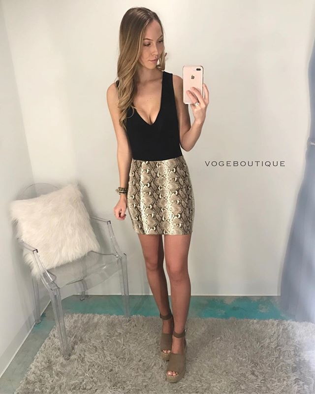 These weeks ' SLY BY ' so fast it's already time for the weekend!!! — Check out our vegan leather snake print mini skirt | S/M/L | $40 || Paired w/ our #BESTSELLING ' DIG DEEP ' v-neck bodysuit | black & grey | S/M/L | $28    OUTFIT AVAILABLE IN SM & SA